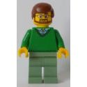 Señor con jersey verde