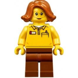 Chica con logo de Lego en la espalda
